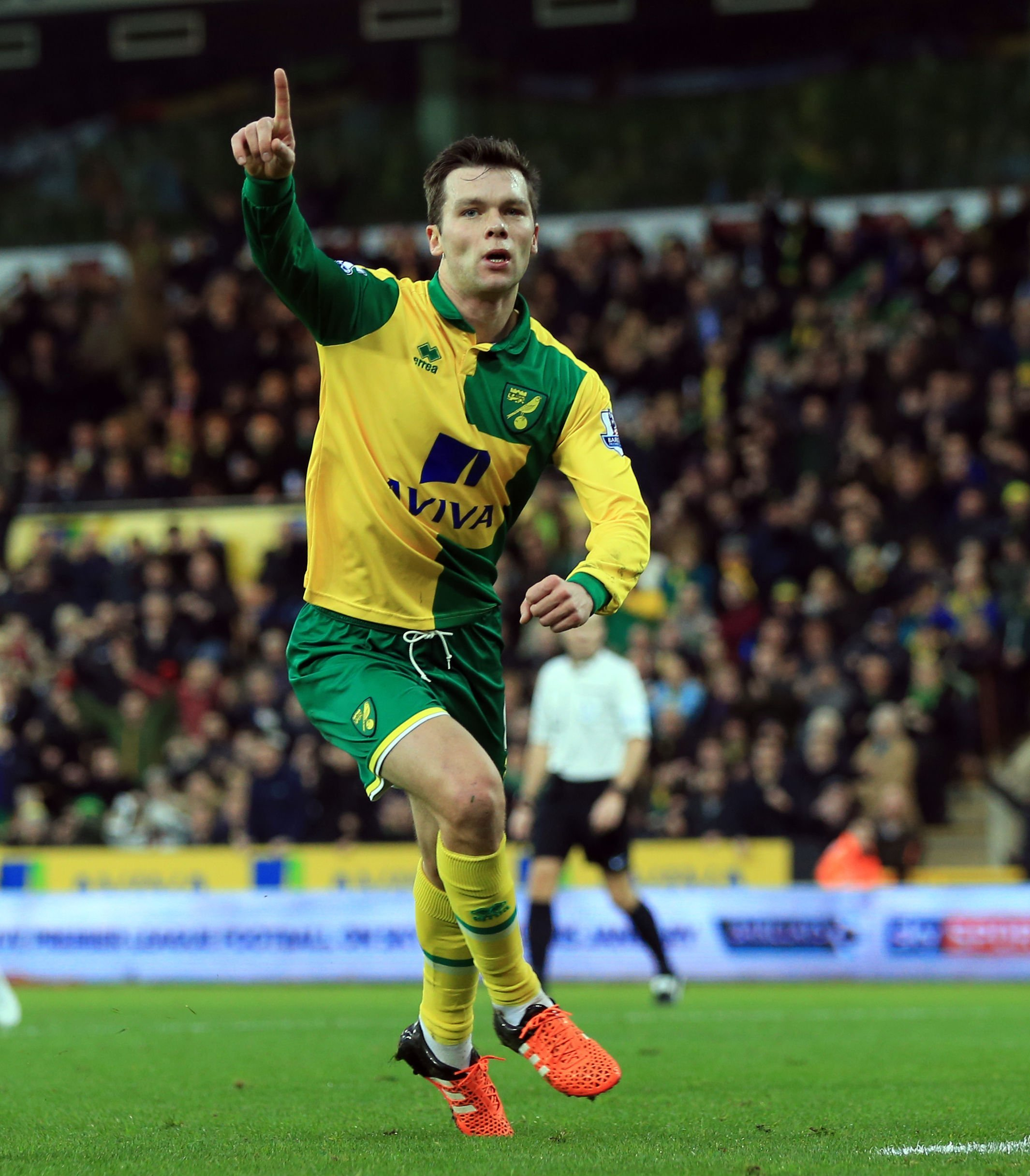 Jonny Howson: Middlesbrough agree deal to sign Norwich City midfielder